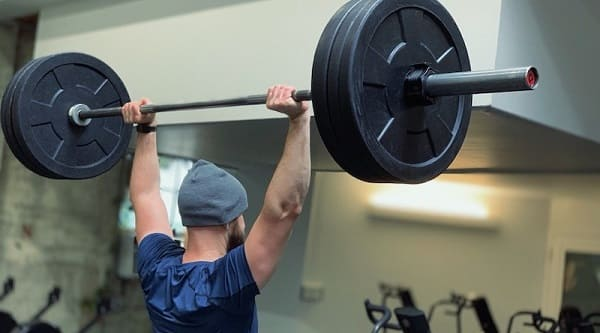 تمرین بالا بردن وزنه تا بالای سر مضر برای دیسک گردن