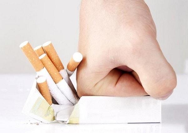ترک سیگار برای درمان و غلبه بر پوکی استخوان-min