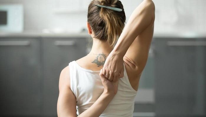 تمرین کششی عضلات پشت گردن برای آرتروز در گردن