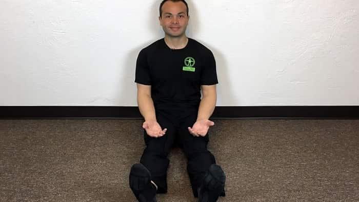 حرکت نشسته روی زمین برای آرتروز در گردن