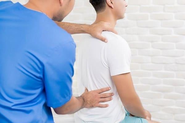 درمان تنگی کانال نخاعی کمر با دارو، تزریق اپیدورال و فیزیوتراپی