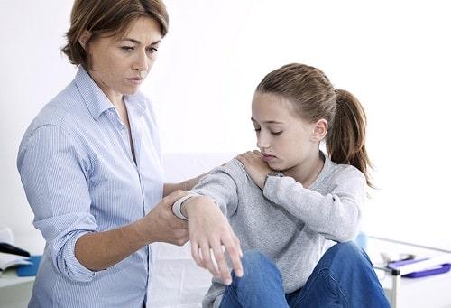 علائم ابتلا به آرتریت در کودکان