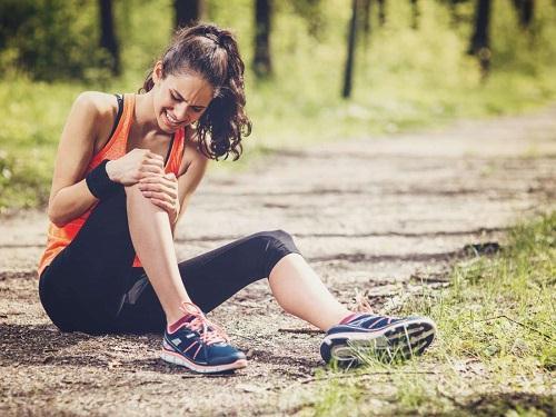 علائم عقبزدگی زانو چیست