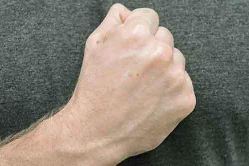 مشت-کردن-دست