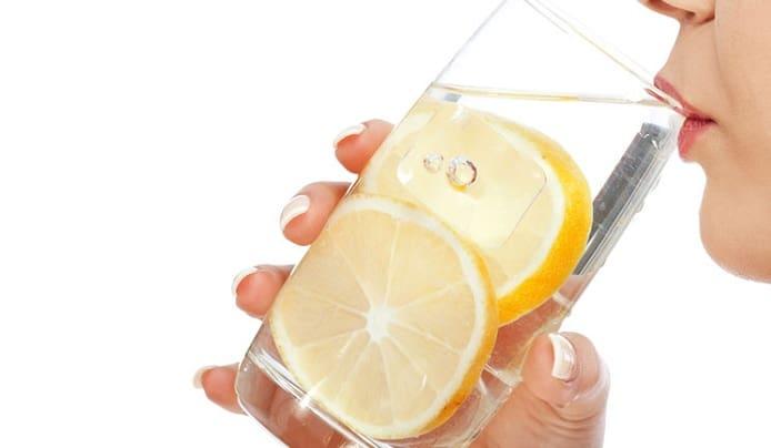 مصرف مقدار زیاد آب همراه با لیموترش برای درمان دیسک کمر